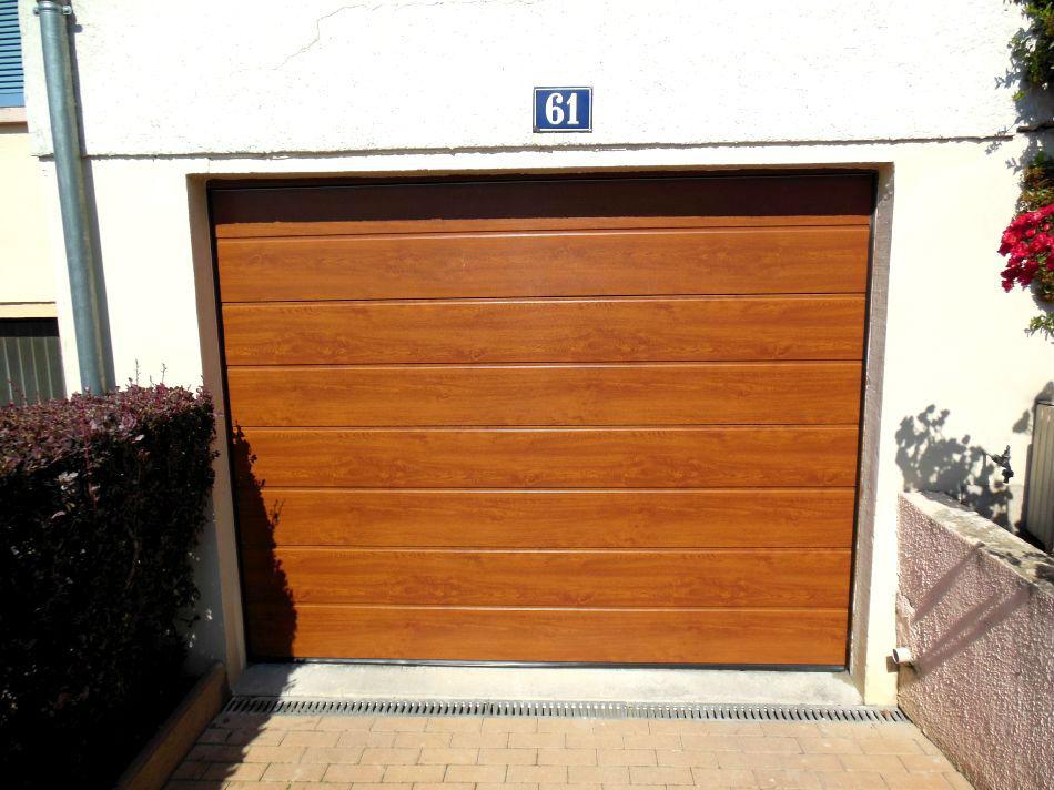 Pose et remplacement portes de garage manuelles et motoris es for Porte de garage couleur bordeaux