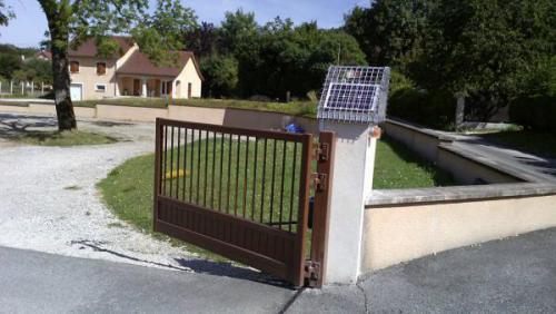portail automatique solaire portail automatique solaire d couvrez la particularit d 39 une. Black Bedroom Furniture Sets. Home Design Ideas