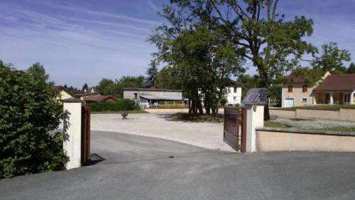 Portail à énergie solaire (Jura)