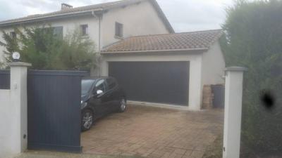 Portail et portes de garage coordonnées