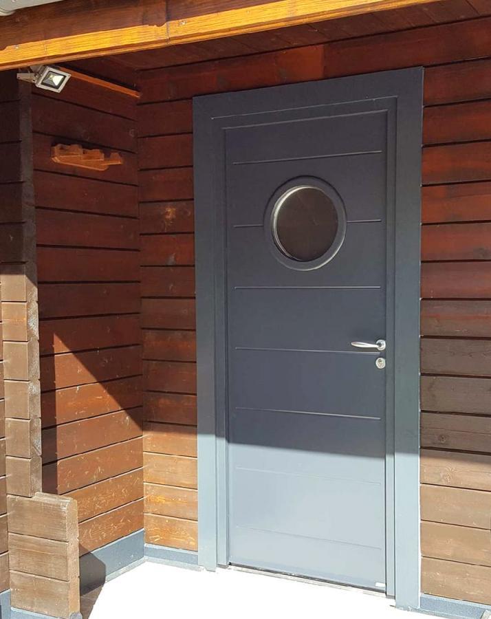 Rénovation porte d'entrée dans l'Ain